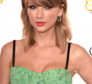 elle-03-fall-hair-taylor-swift-v-xln