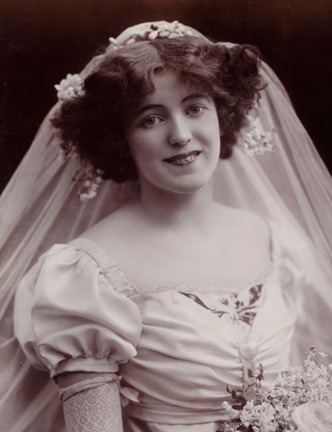54ff6cb7645ec-ghk-1901-1914-edwardian-history-of-wedding-hair-s2