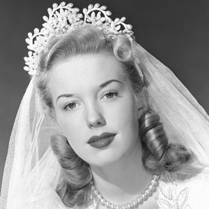 54ff6cb9e68bf-ghk-1940s-victory-roll-history-of-wedding-hair-s2