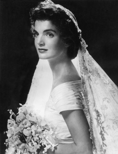 54ff6cbac667e-ghk-1953-jackie-kennedy-history-of-wedding-hair-de