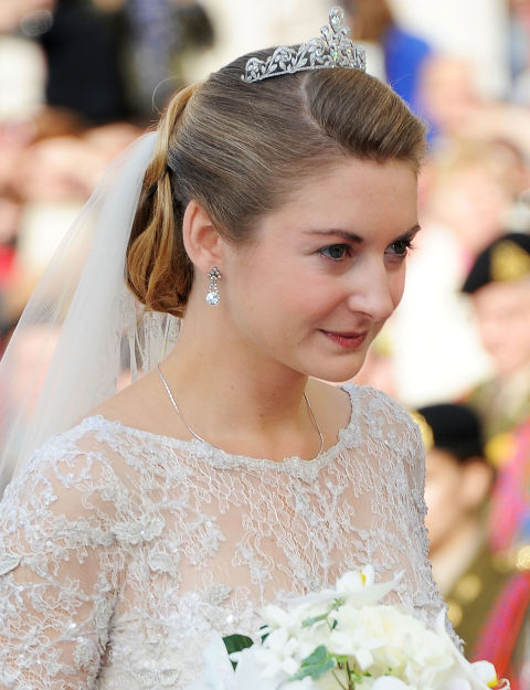 54ff6cc03acac-ghk-2012-stephanie-de-lannoy-history-of-wedding-hair-s2