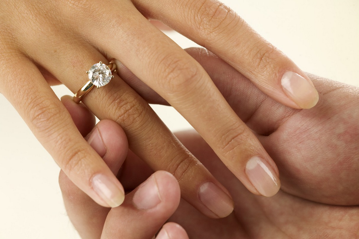 wedding-rings-on-hands-wallpaper-4