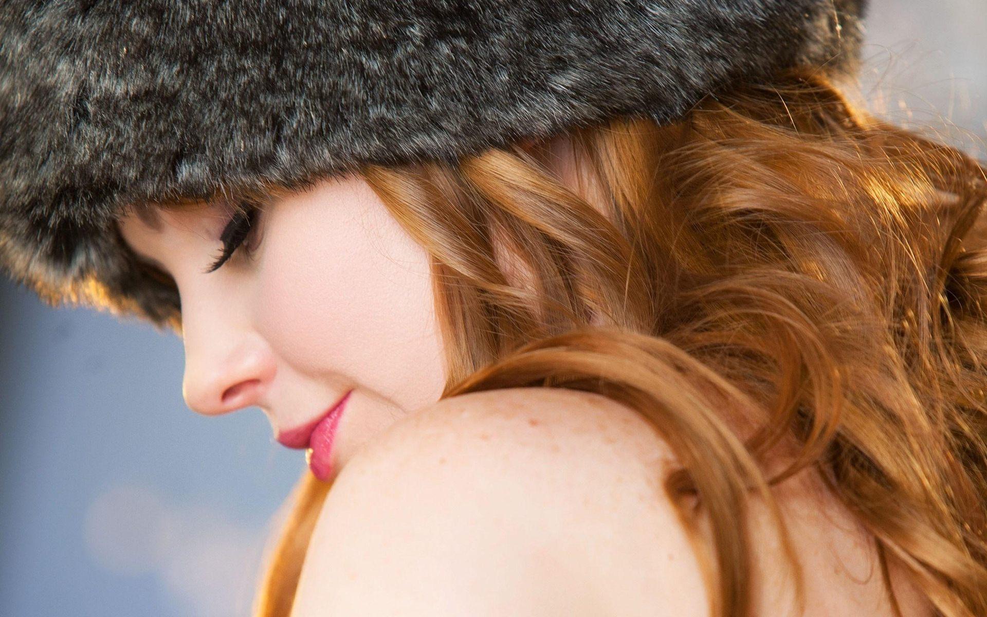 Cute Girl Wearing Black Fur Hat Wallpaper
