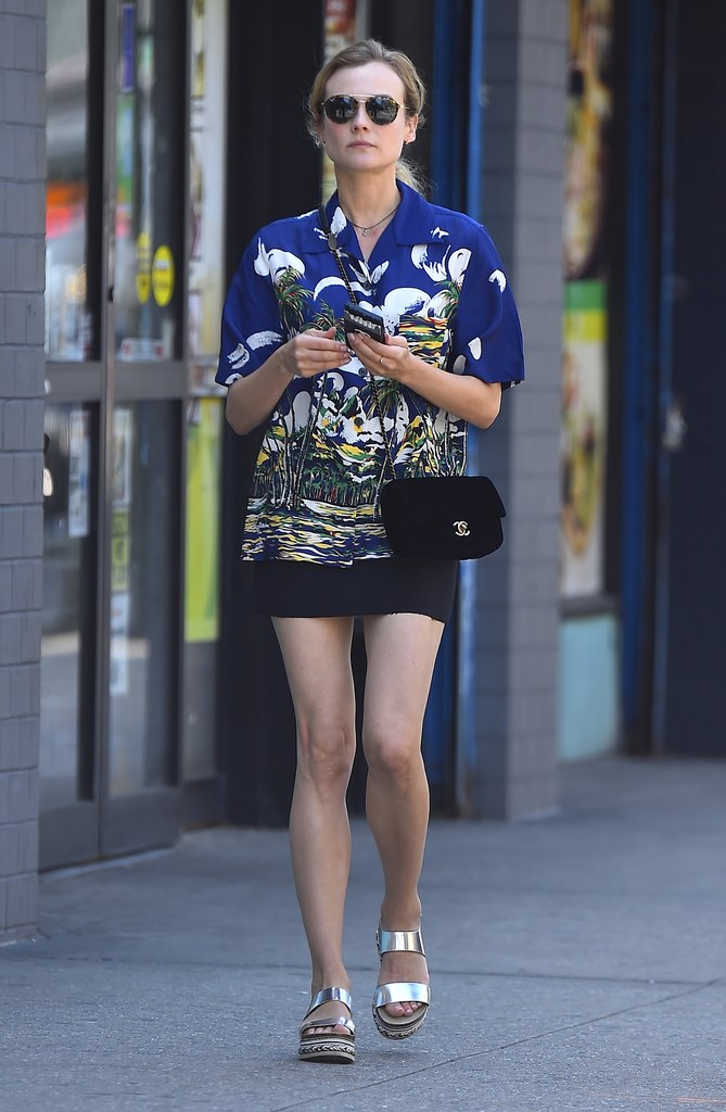 diane-kruger-mini-printed-shirt