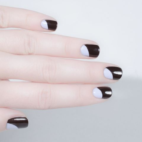 elle-short-nail-art-pale-moon