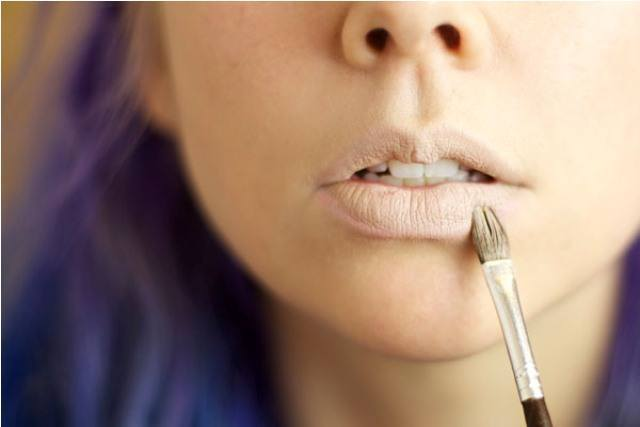 Ways_to_Make_Your_Lip_Gloss_Last_Longer2