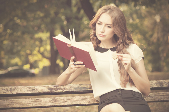woman-reading-book-in-the-park-2