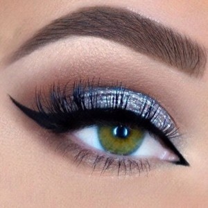 easter-makeup-ideas-blue-eyeshadow-black-eyeliner