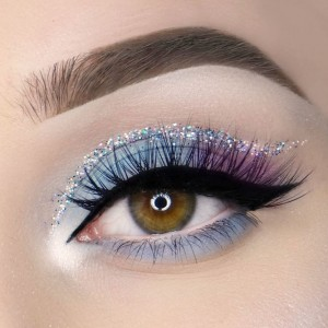 easter-makeup-ideas-blue-purple-eyeshadow-black-eyeliner-glitter-line