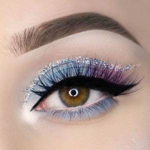 easter-makeup-ideas-blue-purple-eyeshadow-black-eyeliner-glitter-line