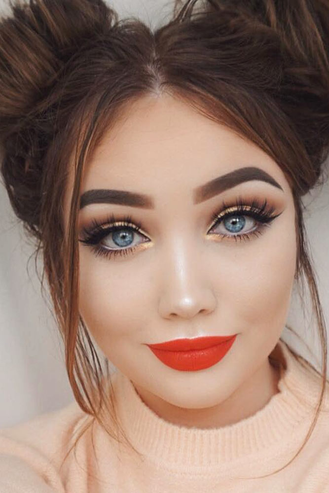 easter-makeup-ideas-gold-eyeshadow-coral-lipstick