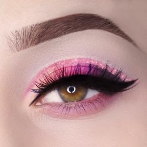 easter-makeup-ideas-pink-eyeshadow-black-eyeliner-glitter-line