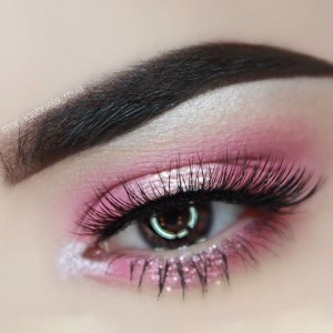 easter-makeup-ideas-pink-eyeshadow-long-lashes