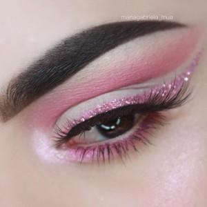 easter-makeup-ideas-pink-glitter-eyeliner