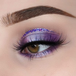 easter-makeup-ideas-purple-eyeshadow-long-lashes-glitter-line